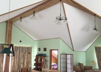 Натяжной потолок в коттедж