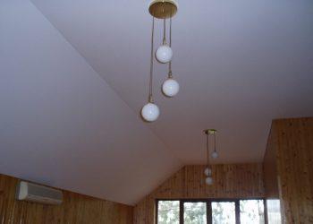 Натяжной потолок для коттеджа