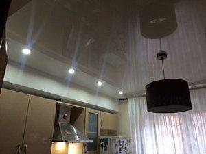 Зеркальные натяжные потолки