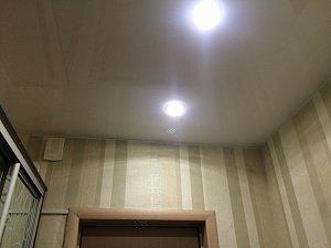 Какой натяжной потолок выбрать: глянцевый или бесшовный?