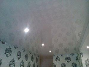 Акции на белые глянцевые натяжные потолки Лакфоль