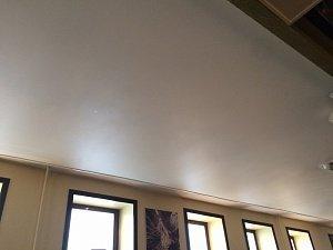 Установка и монтаж натяжных потолков в кафе