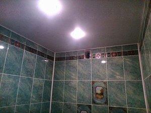 Чем отличаются натяжные потолки от подвесных?