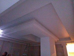 Натяжной потолок в мансардной комнате