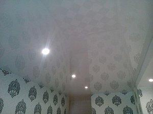 Люстры для натяжного глянцевого потолка