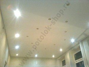 Монтаж и установка натяжных потолков в большой комнате