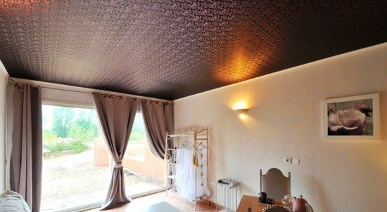 Новый стиль - натяжные потолки под кожу и замш