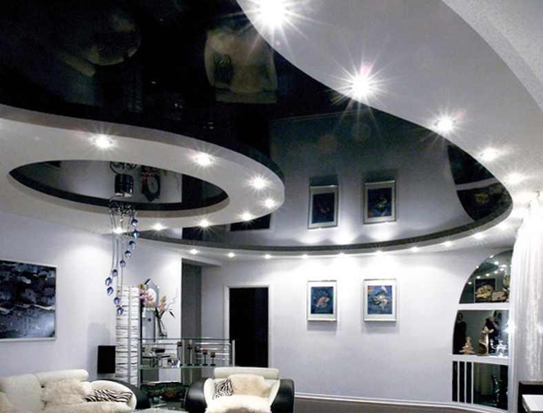 Натяжной потолок в два уровня в зал
