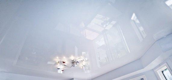 натяжные потолки на балконе