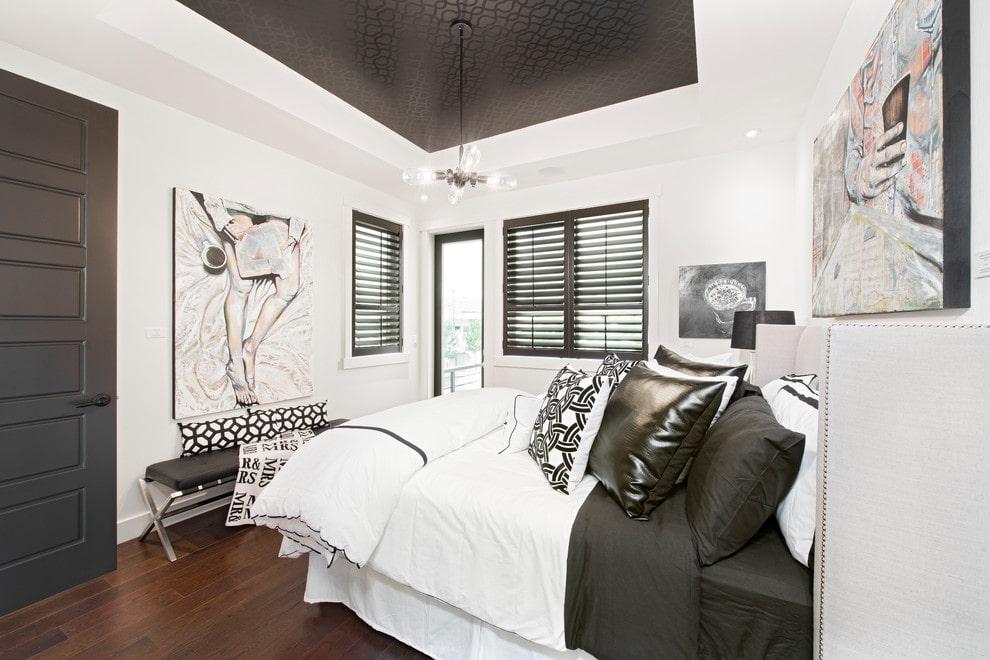 Черный натяжной потолок в спальню
